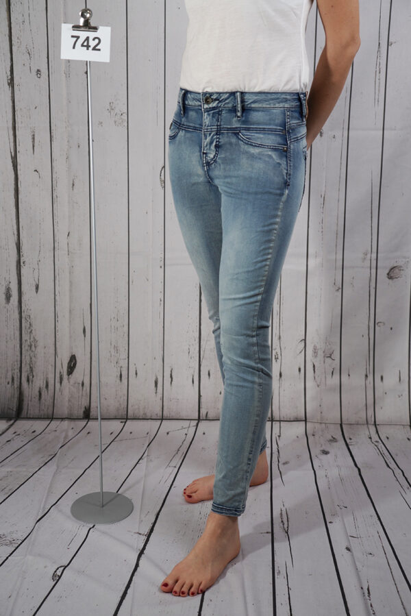 Blue denim tapered ancle